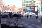 青岛男子持械拒捕 民警果断开枪击毙