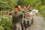 实拍军事训练与武术相结合