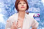 韩女主播节目现场撕裙 曾屡次透视装出镜