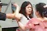 少女当街辱骂母亲