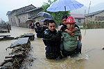 实拍海南万宁遭遇强暴雨 多个村庄被浸泡