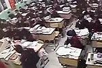 监拍萧振高中高三学生上课时突然翻窗跳楼