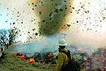 美国现烈火龙卷风奇观 场面如科幻片