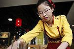女硕士辞公职郑州当服务员 称喜欢简单生活