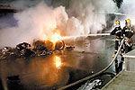 法拉利逆行撞出租车 豪车爆燃烧成废铁