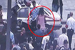 男子穿蕾丝裙黑丝袜逛商场遭保安殴打