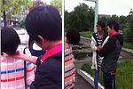 网曝中学女生殴打同学众人一旁拍照看热闹