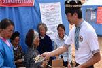 """实拍""""切糕王子""""捐5吨切糕运抵地震灾区"""