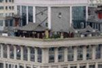 """实拍太原一酒店楼顶加盖""""空中楼阁"""""""