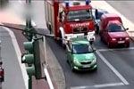 焦急消防车遇到淡定司机