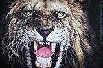 实拍狮子猛咬女教师 驯兽师追打数圈松口