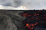 实拍冰岛巴达本加火山再度喷发