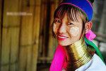 实拍泰缅边境长颈族女人 套铜环撑长脖子