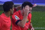 梅西庆祝脑袋被砸 客场球迷扔水瓶表不满
