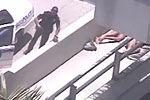 裸体男子啃食他人面部被击毙现场视频
