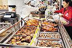市民被问新年心愿称希望吃到放心食品