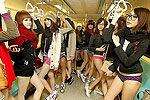 地铁内裤日:男女穿内裤搭地铁引围观