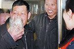 乘客为免烈酒被没收当场喝下3斤多白酒