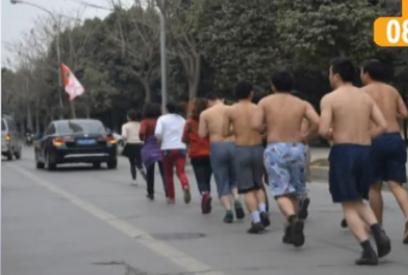 员工业绩未完成被罚赤裸上身跑10公里