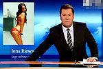 德国男主播偷看美女艳照被直播 表情尴尬