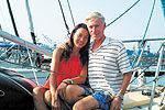 女子与丈夫驾帆船航行300天横渡太平洋