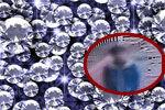 男子目击百万钻石掉落 淡定捡起潜逃
