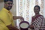 印度发起米桶挑战 向贫民提供1桶米饭