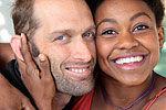 好莱坞女星街头吻丈夫 被警察当妓女上铐