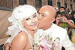张卫健强吻妻子:让她有少女的感觉