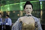 美女机器人惊艳亮相 造型逼真难辨真假