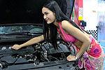 实拍比基尼美女清凉洗车 车主称洗得不干净
