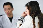女患者嫌医生靠太近 抽三耳光致骨膜穿孔