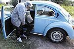 世界最穷总统拒卖破车 保镖为2警察1条狗